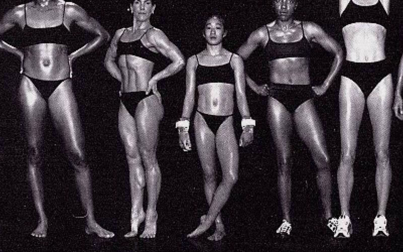 Descrição: Uma imagem mostrando 5 corpos de mulheres diferentes