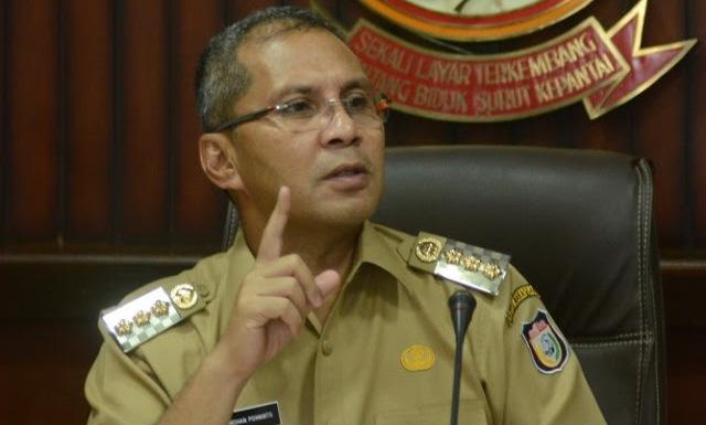 Walikota Makassar Ancam Cabut Ijin Usaha Jika Karyawan Muslim Dipaksa Pakai Atribut Natal