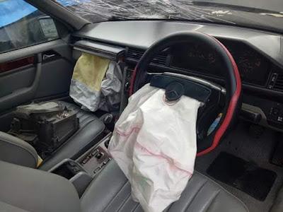 Wow..Mobil tua tapi Airbagnya masih berfungsi normal saat tabrakan. Mengenal apa itu airbag, cara kerja, dan harga untuk pergantian. Lalu Apakah airbag kadaluarsa?