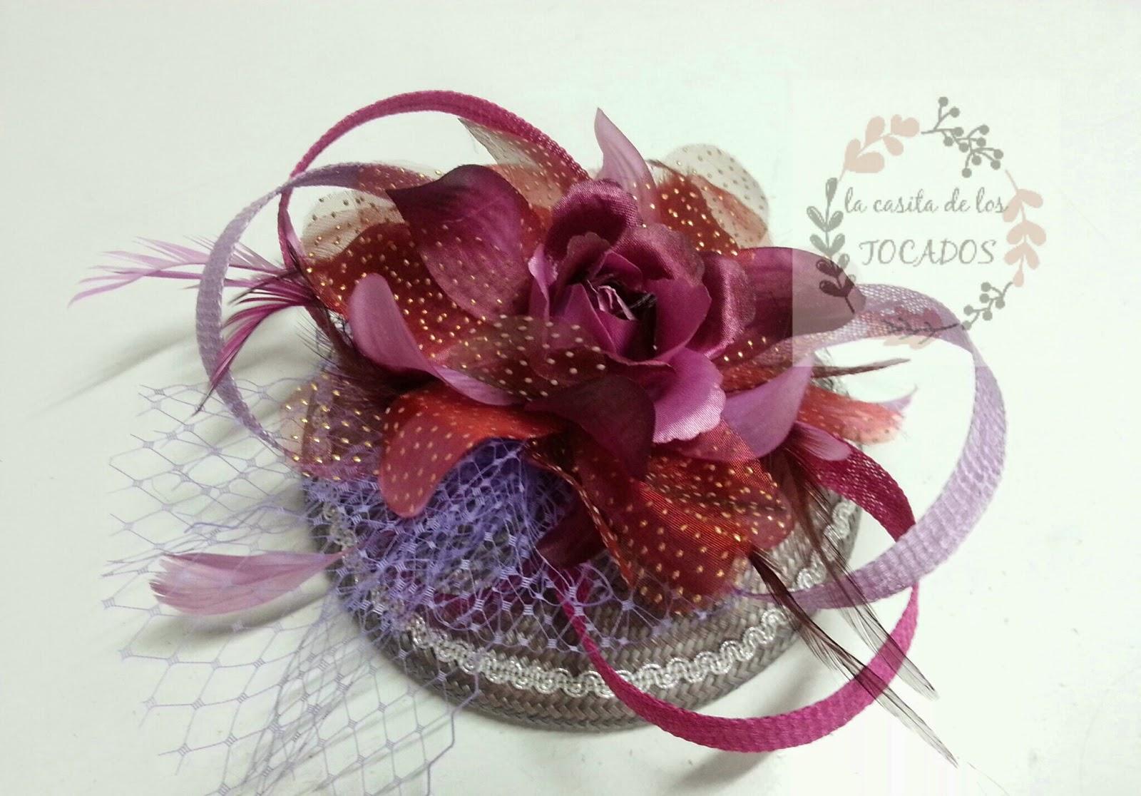 tocado con base de buntal y adornos de sinamay flor de varios tonos para boda