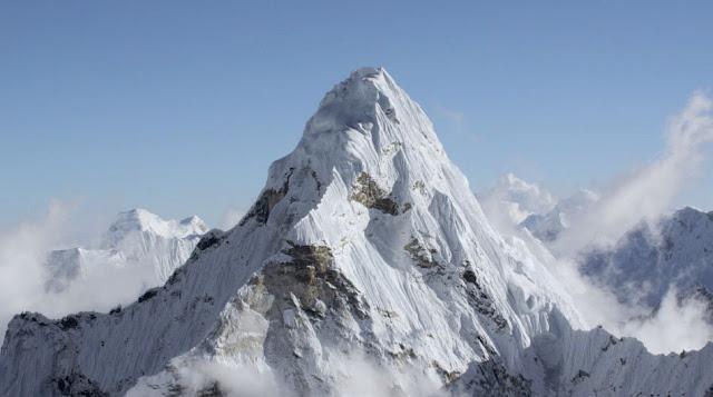 O Everest jamais ficou escondido atrás de curvatura alguma
