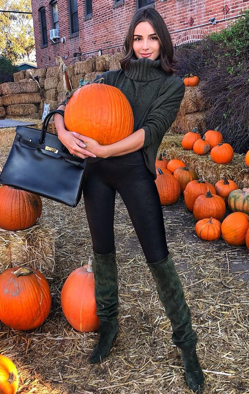 fashion trends_bag + sweater + over knee boots + black leggings