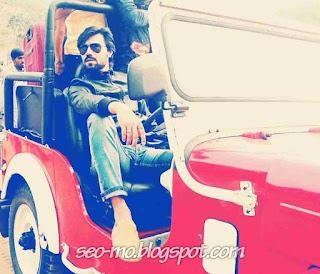 Foto Gaurav Chopra Naik Mobil