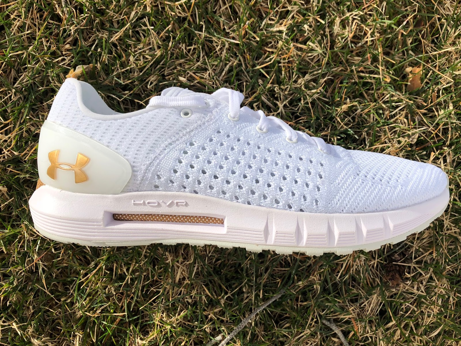 newest 4da41 d325e Road Trail Run: UA HOVR Sonic Connected Review: Stylishly ...
