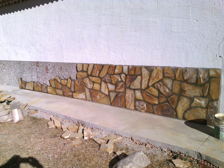 chapado de paredzocalo con piedra natural obra hecha en olmeda de las