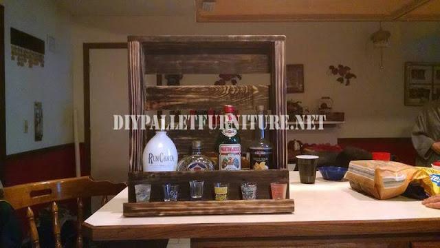 Estanter a para licores con un palet - Estanterias para botellas ...