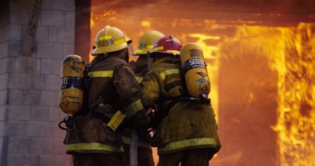 AGEN BOLA - Kebakaran Di Apartemen Cinere