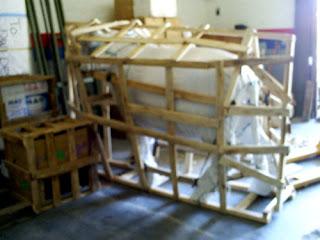 packing pengiriman patung kerbau dari fiber