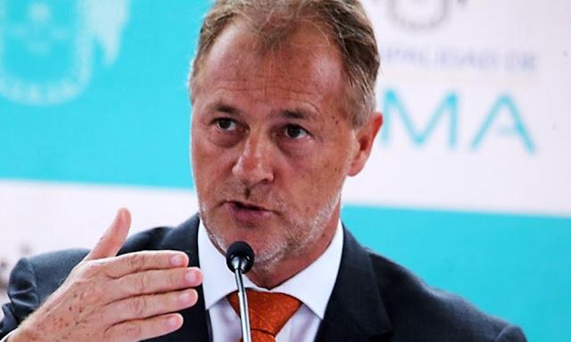 Jorge Muñoz aumenta salario de sus trabajadores de confianza