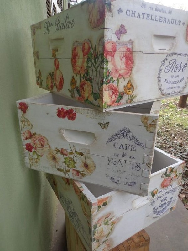 Decoration with wooden boxes 4