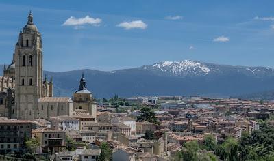 Мадрид, Испания. Madrid, Spain, собор и город, горы, дома
