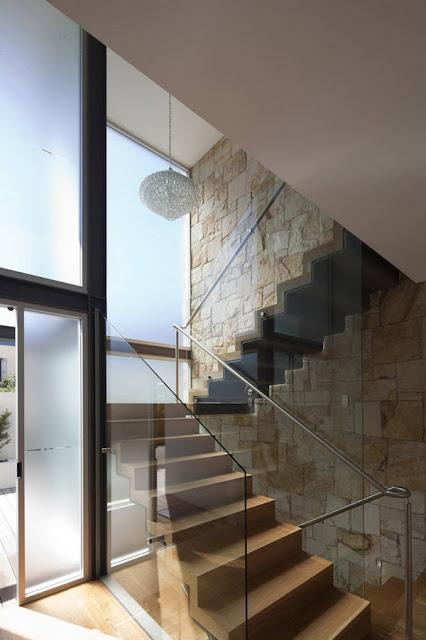 desain tangga rumah minimalis railling kaca