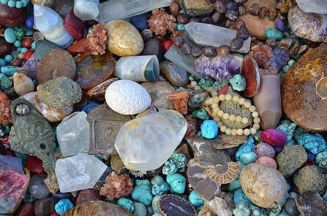 Bagi anda yang suka mengoleksi kerikil akik niscaya mempunyai cara cara unik untuk merawat kerikil Tips Merawat Batu akik Agar Mengkilap & Berkilau