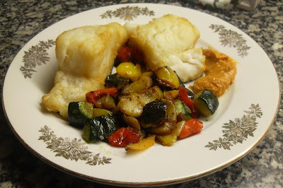 Bacalao con verduras salteadas y romesco