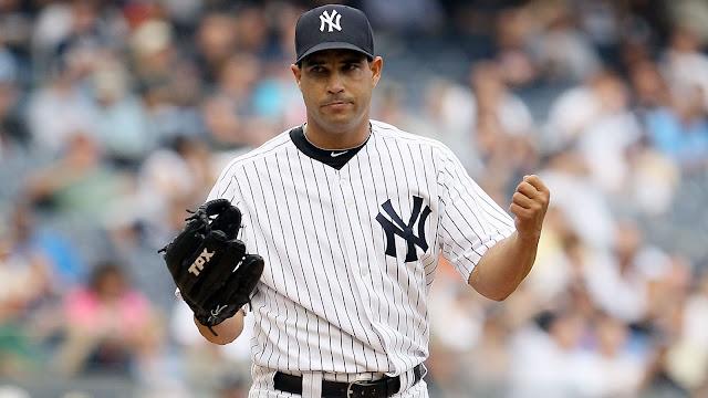 Raúl Valdés tuvo su mejor promedio de carreras limpias con los Yankees, con 2.70 en el 2011