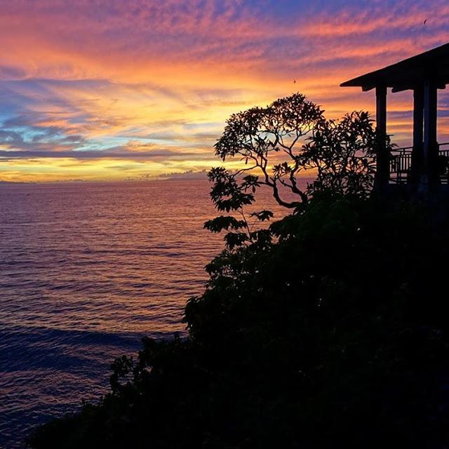 Foto sunset di Batu Layar Lombok, sumber ig @adriana_rahardjo