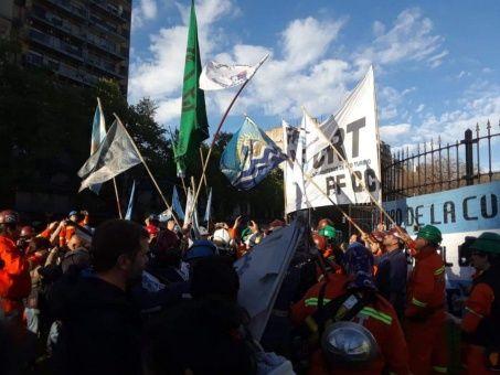Acampan en Congreso argentino contra presupuesto de Macri