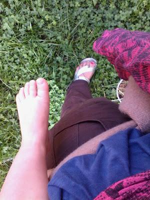 pied portage bébé maman