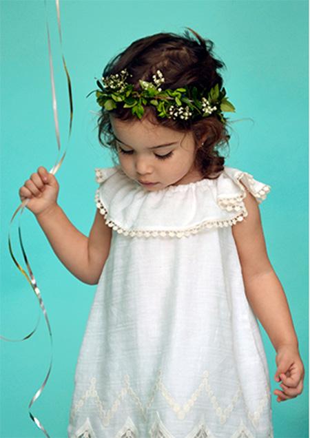 Vestido blanco para nenas moda primavera verano 2018.