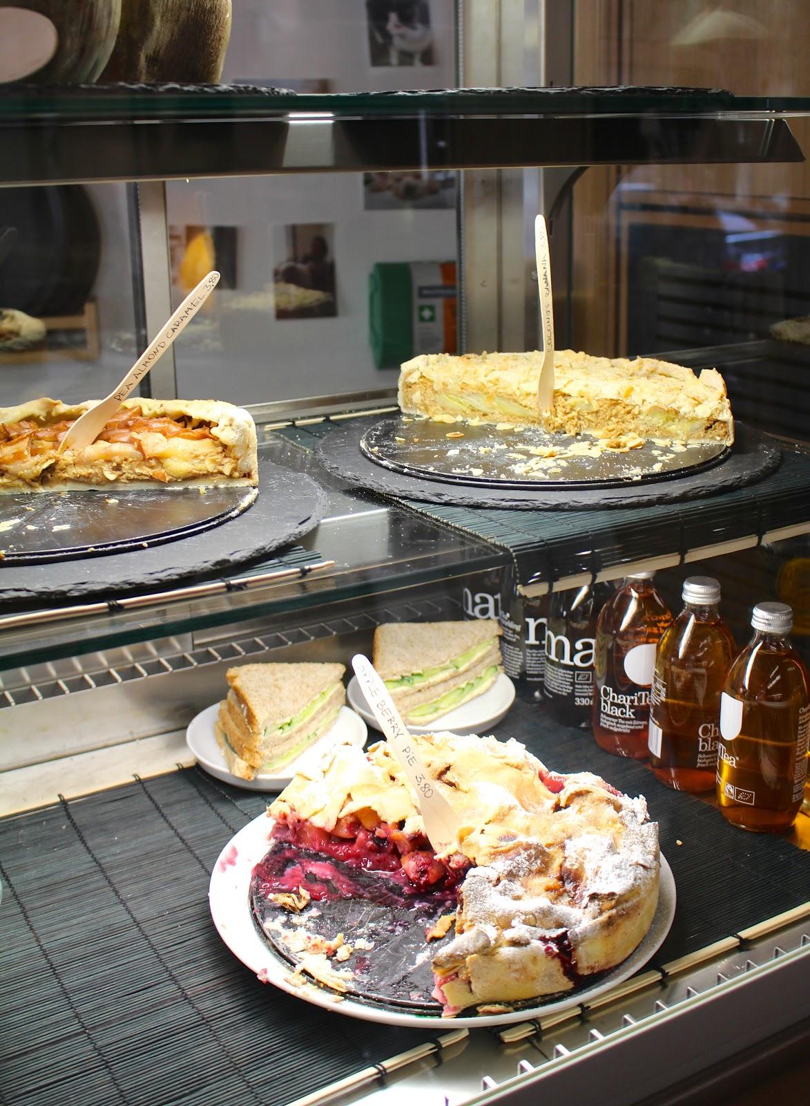 Little Kind Cafe Munich vegan cakes