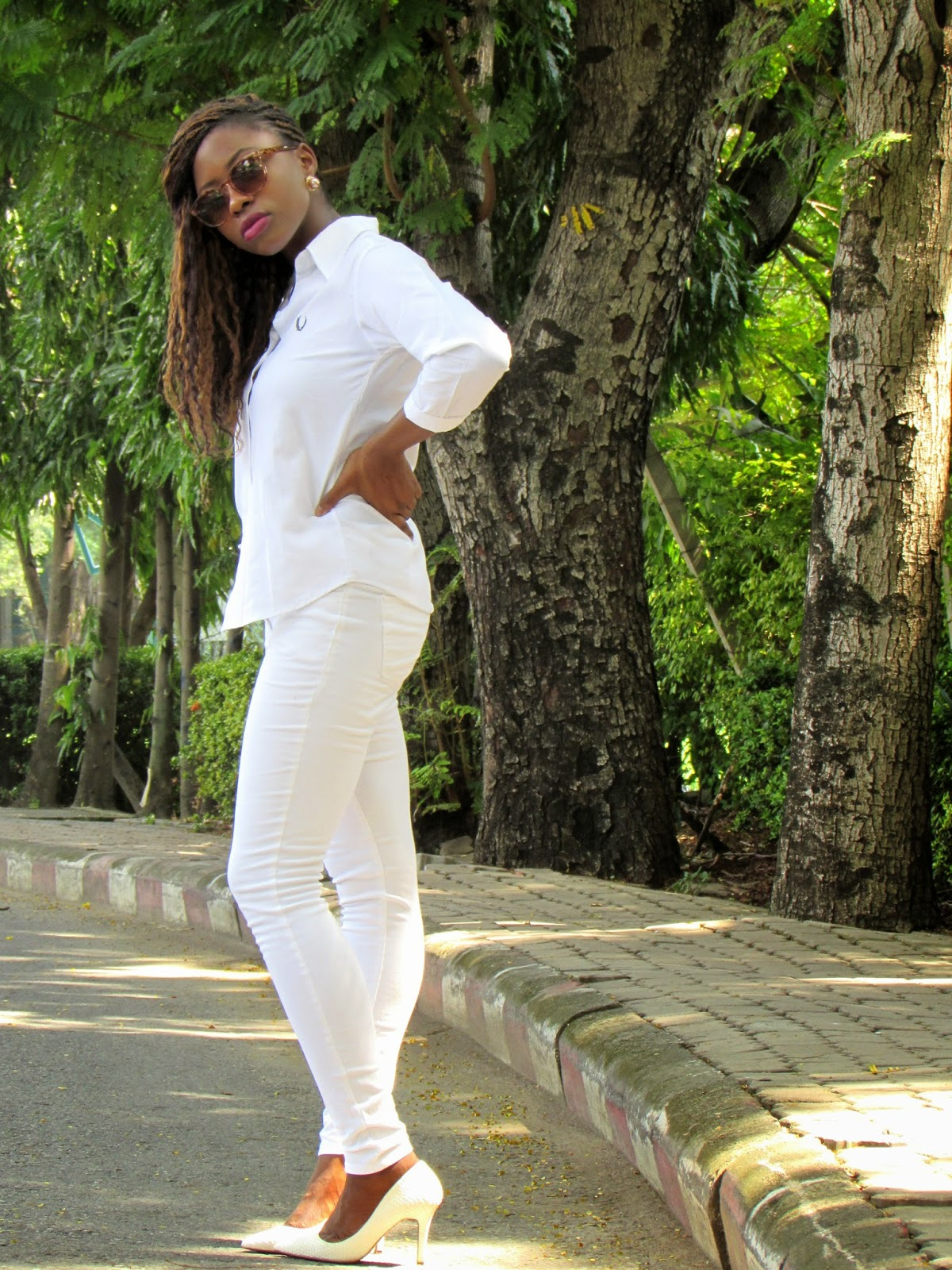 rocking all white, white jeans, white tshirt, closet basics, white pumps