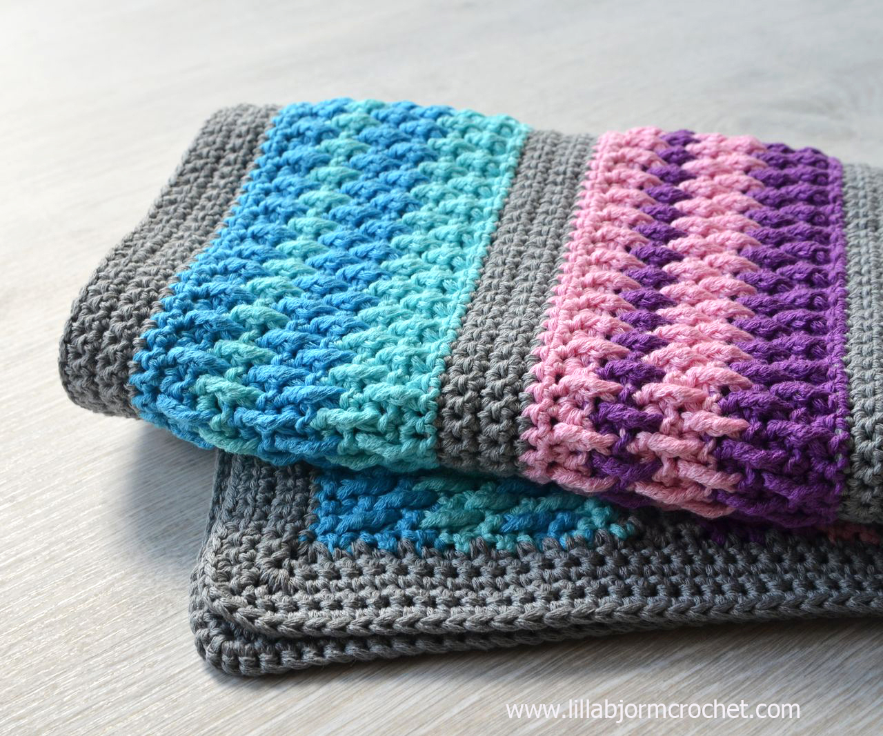Crochet Bathmat. Free pattern by Lilla Bjorn. Made with Bloom yarn by Scheepjes.