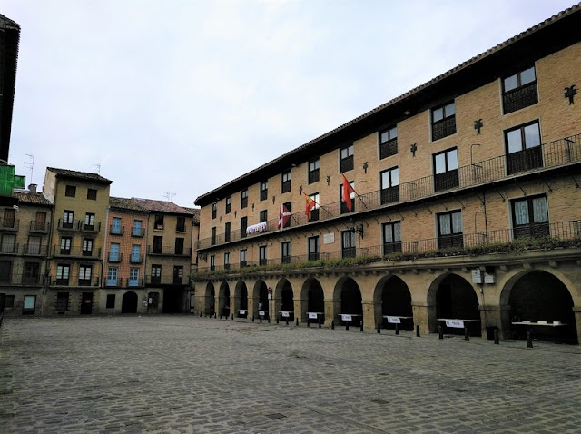 Puente de la Reina - Plaza Mayor