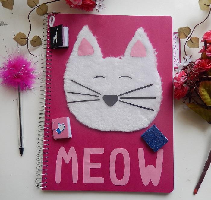 caderno com gatinho