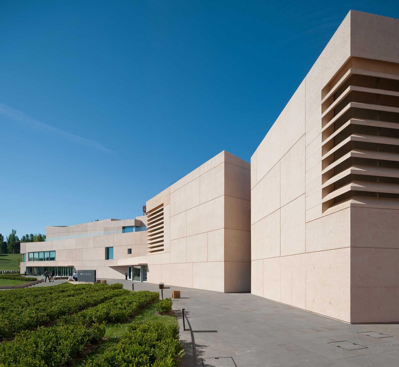 By zonarquitec museo universidad de navarra pamplona for Universidades de arquitectura en espana