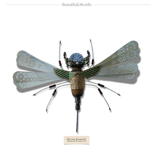 Insecto hecho con cosas de la basura