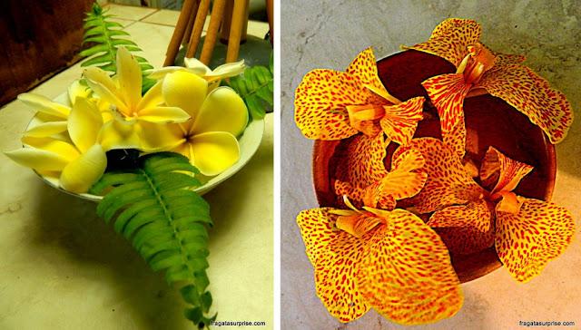 Flores na decoração do Tupa Hotel, na Ilha de Páscoa