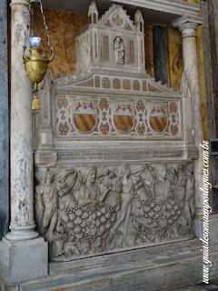 Monumento Savelli Arnolfo Cambio Aracoeli guia portugues - Santa Maria In Aracoeli