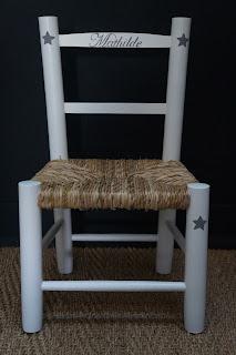 chaise-enfant-bois-paille-personnalisee-prénom-urlu-et-berlu