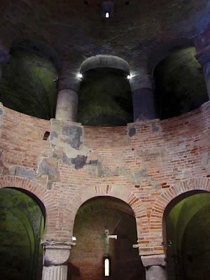 Rotonda di san Lorenzo; Iglesia; Church; Église; Basilica; Mantova; Mantua; Mantoue; Cremona; Cremone; Lombardia; Lombardy; Lombardie; Italia; Italy; Italie