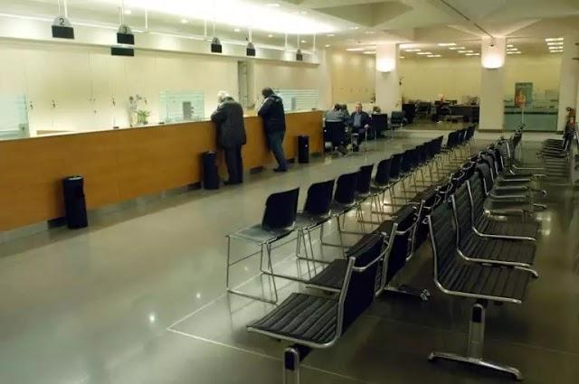 Ποιες συναλλαγές στα γκισέ απαγορεύουν από σήμερα Τρίτη οι τράπεζες (BINTEO)