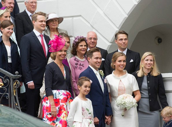 Queen Silvia of Sweden attended a wedding ceremony that held at the Alten Rathaus (Old Town Hall of Bonn) in Bonn, Germany