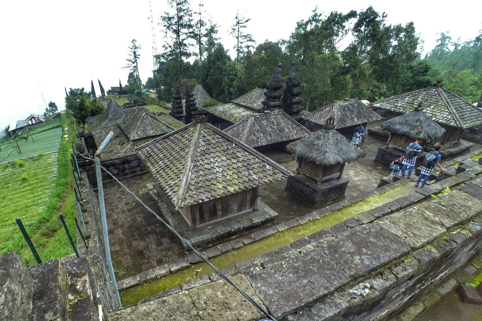 Candi Cetho Lereng Gunung Lawu Perpaduan Apik Wisata Alam Dan Sejarah Kerajaan Majapahit Zuckici Com