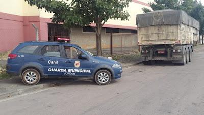 Guarda Municipal do Canil de Jundiaí localiza 'Cavalo Mecânico' e carreta com calcário roubados