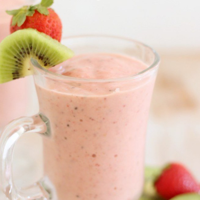 Strawberry Kiwi Smoothie #healthy #freshdrink