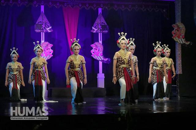 Bedoyo Denawa Estri Awali Gelar Seni Budaya Kidung Katresnan Ing Bumi Trenggalih