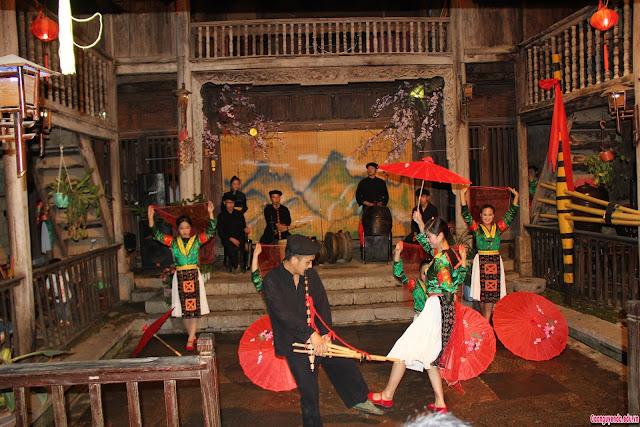 Những tiết mục văn nghệ tại Lễ hội Khèn Mông huyện Đồng Văn (Hà Giang) lần thứ V