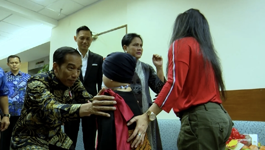 Jokowi Ceritakan Momen Jenguk Anak Denada di Singapura