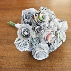 Kerjianan Bunga dari  Koran Bekas