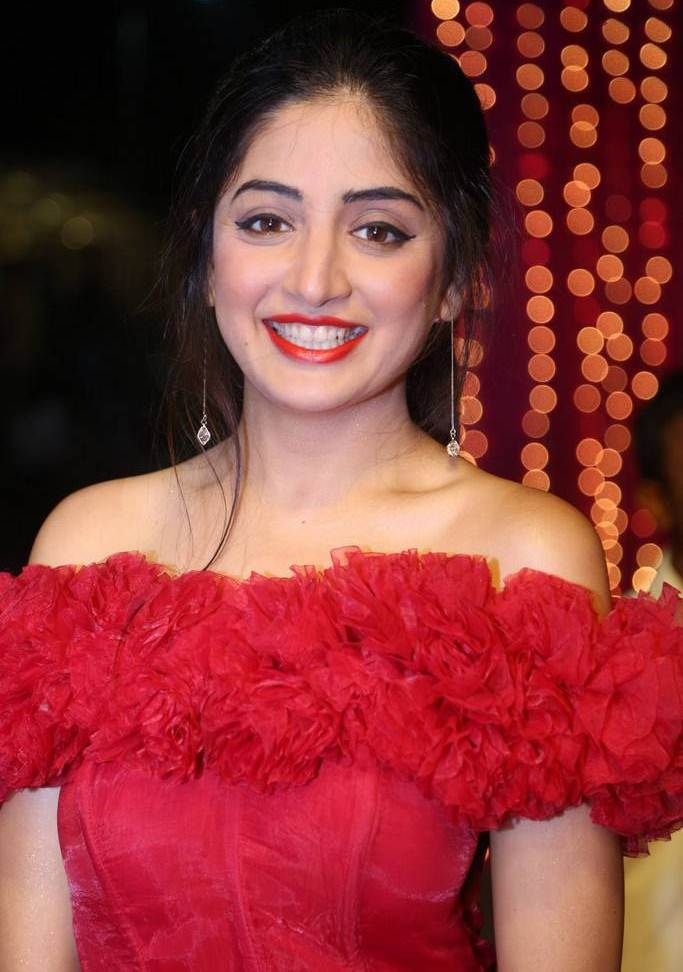Poonam Kaur At Zee Telugu Apsara Awards 2017 In Red Dress