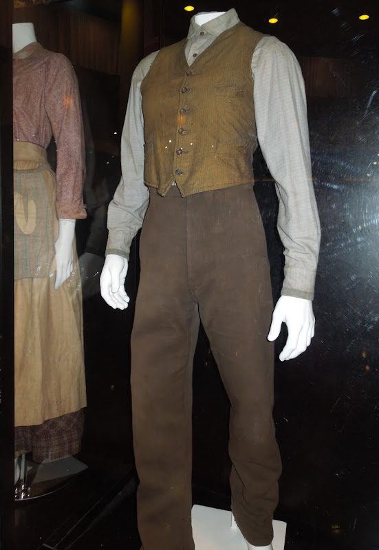 Jeremy Irvine War Horse movie costume