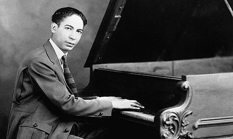 Ο Τζέλι Ρολ Μόρτον στο πιάνο / Jelly Roll Morton on the piano