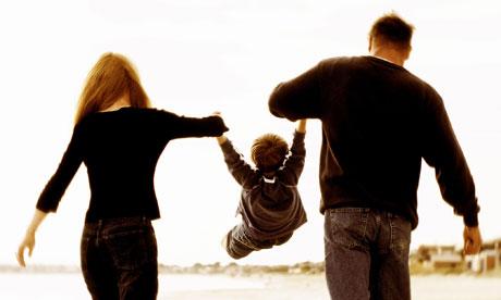 كيف يتم التلاعب بمشاعر الأطفال ؟