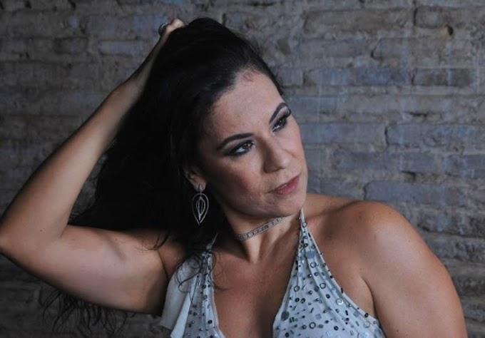 Carla Rio participa do Baile do Hawai no Quintal da Boa Vista