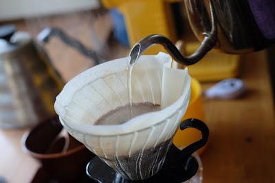 ひとつ石のカフェメニューの練習 コーヒーのペーパードリップ