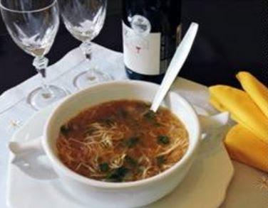 Sopa de cebola e macarrão